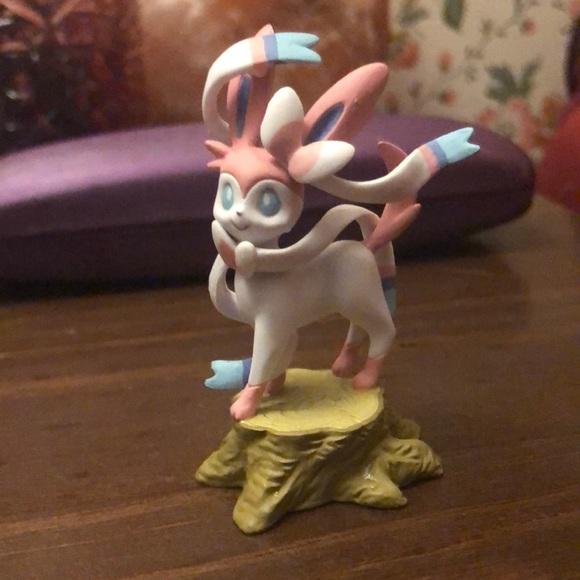 3/20$ Sylveon Mini Figurine